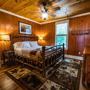 Pinecone Lodge 11