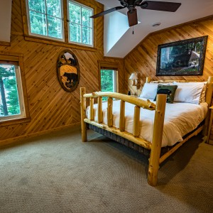Pinecone Lodge 8